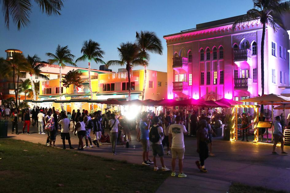 Miami Beach officers shoot pepper balls into spring break crowds to enforce emergency curfew |