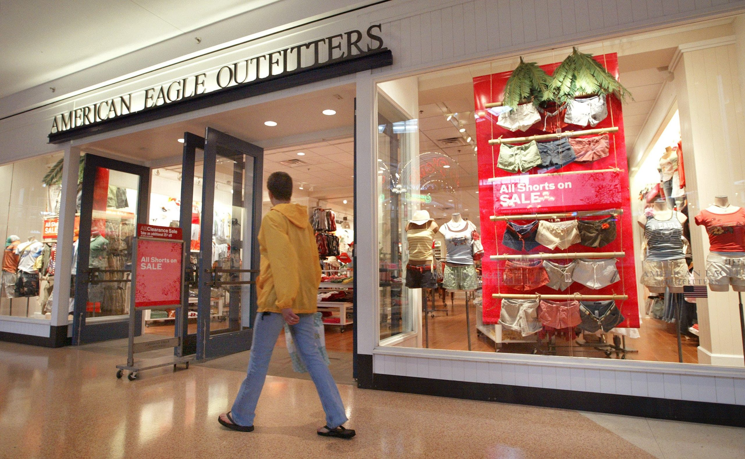 American Eagle says first-quarter sales set to top $1 billion