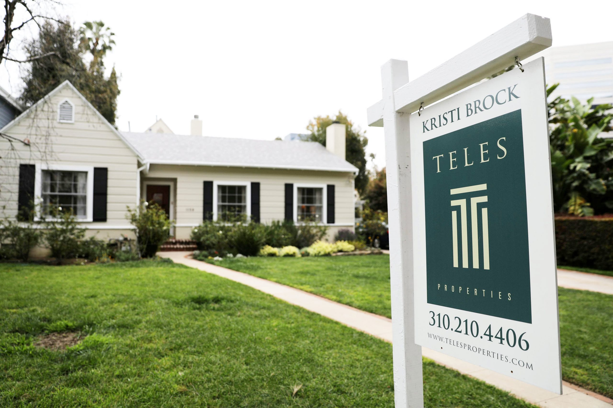 Mortgage refinance demand drops 20% as rates rise to 10-month high