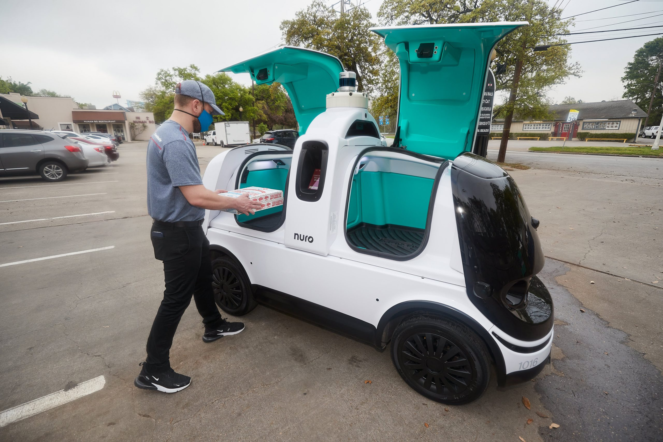 Domino's Pizza pilots driverless delivery with Nuro in Houston