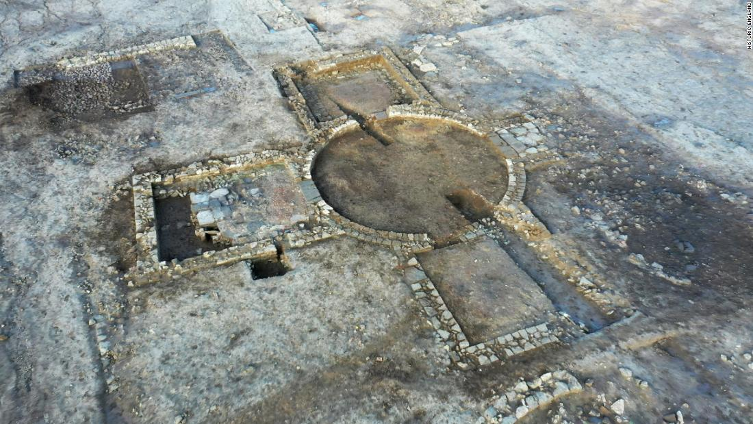 'High status' Roman villa and bath house found in England