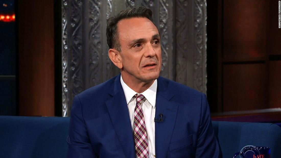 Hank Azaria feels he should apologize for Apu 'to every single Indian person in this country'