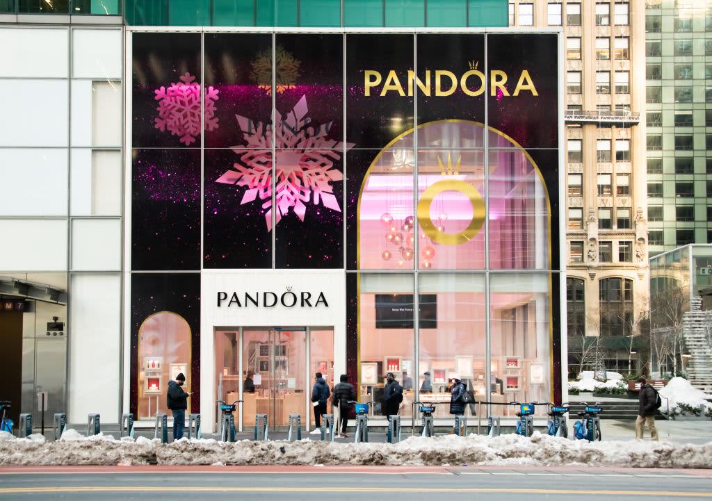Jewelry maker Pandora moves toward lab-made diamonds