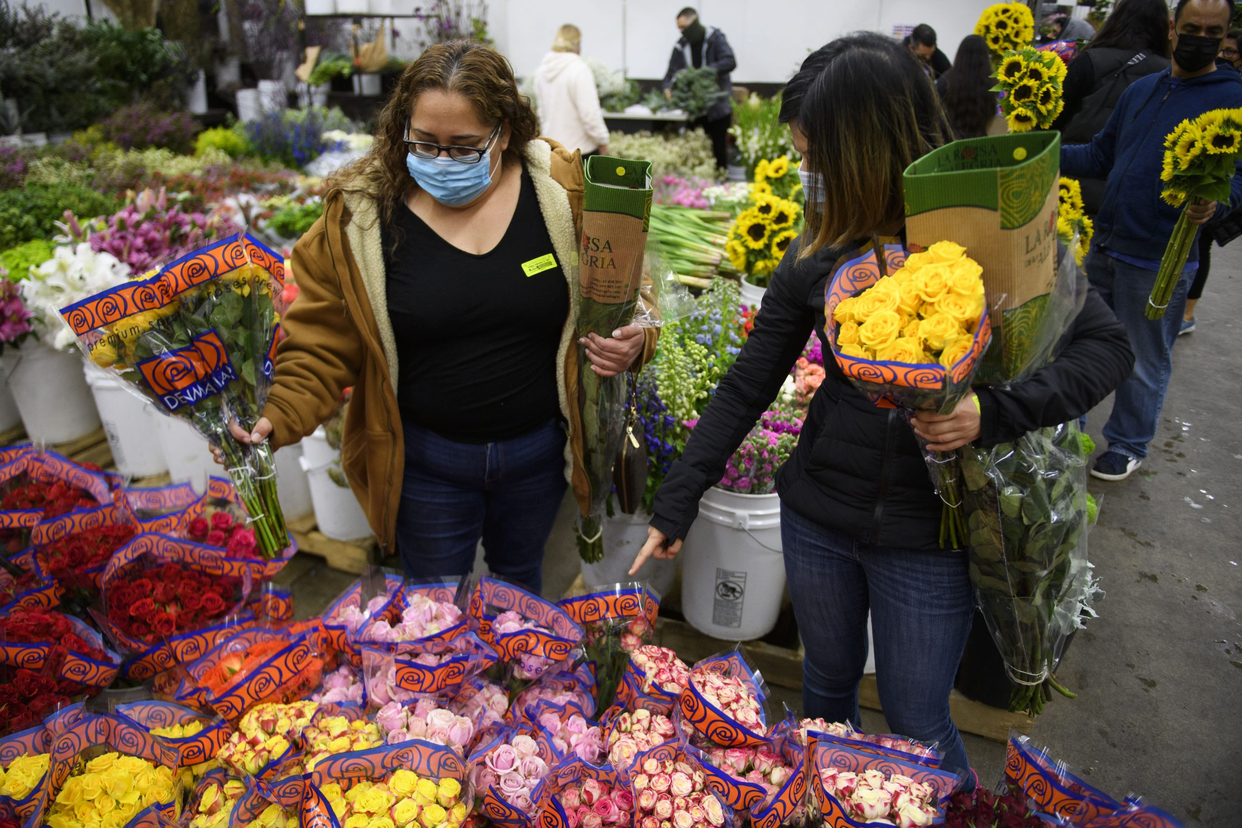 1-800-Flowers can meet demand for flowers this Mother's Day, CEO says