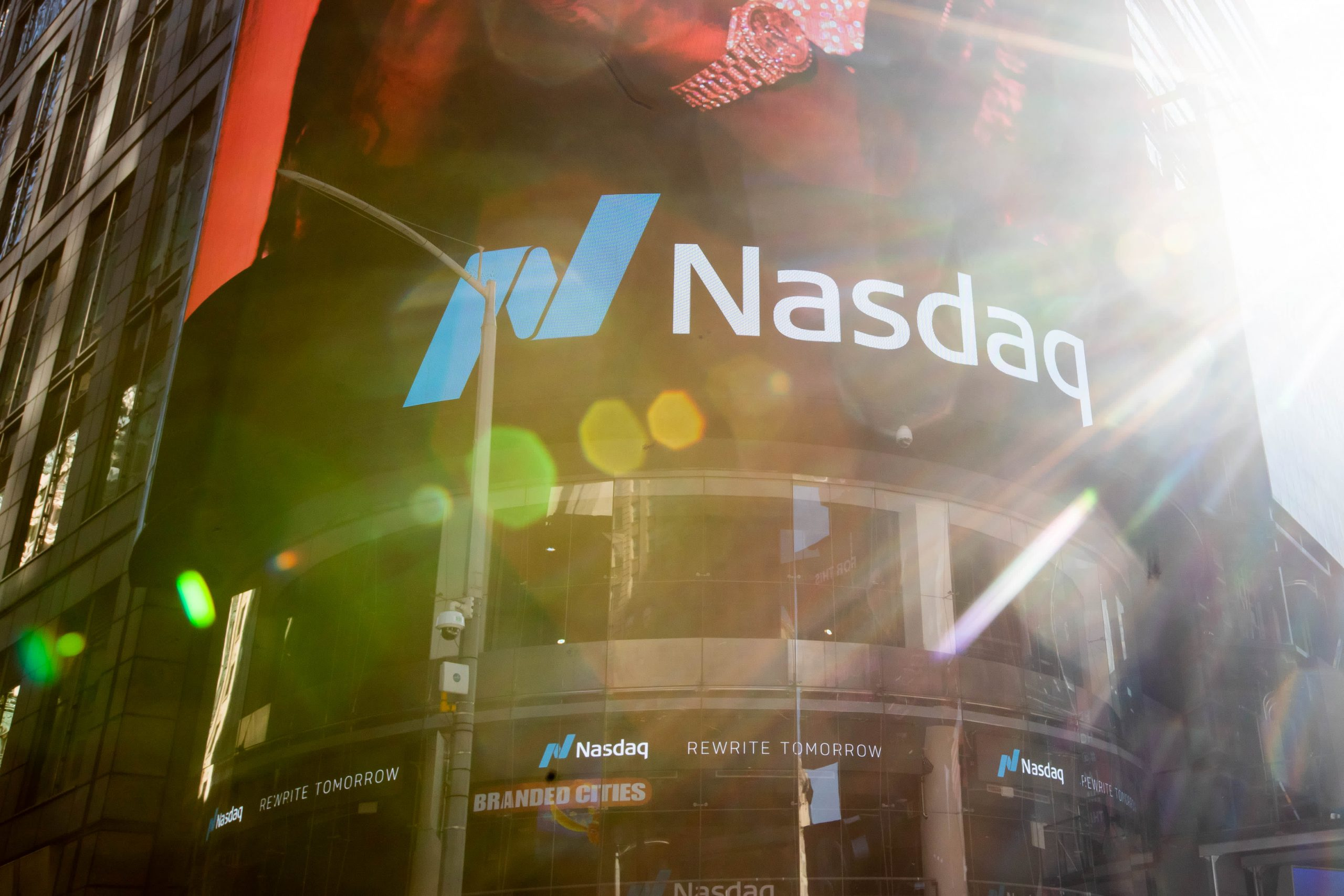 Trader watches one chart for next Nasdaq 100 move