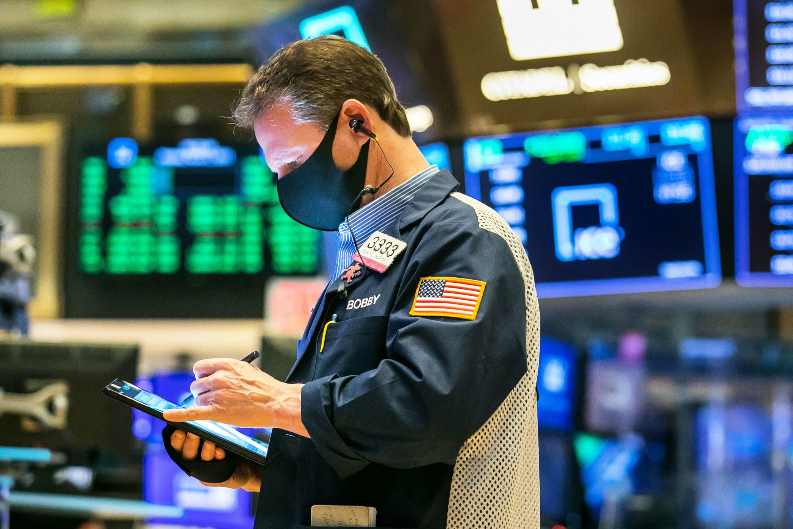 S&P 500 rises to new record, shaking off inflation fears