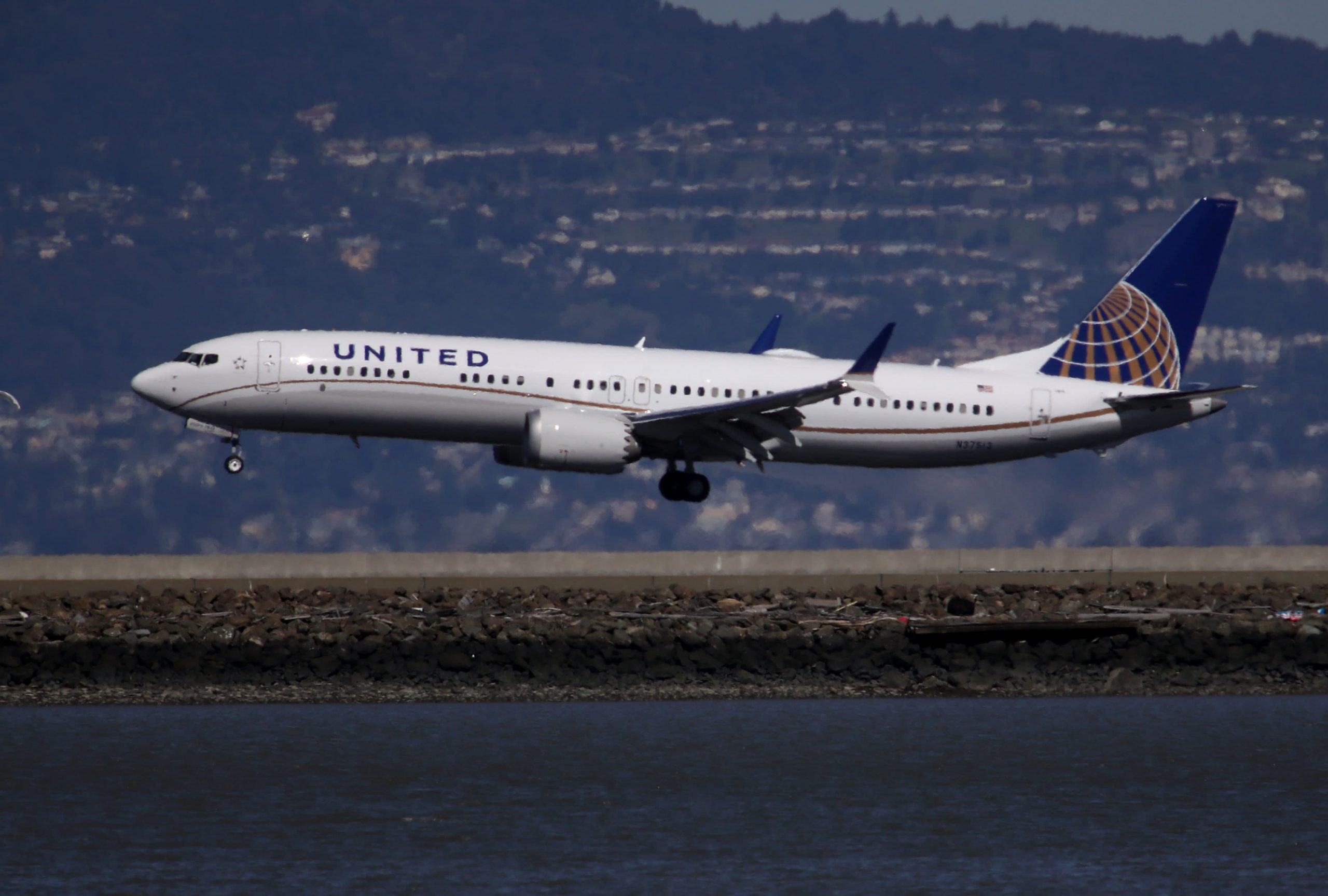United Airlines (UAL) 2Q 21 narrows losses