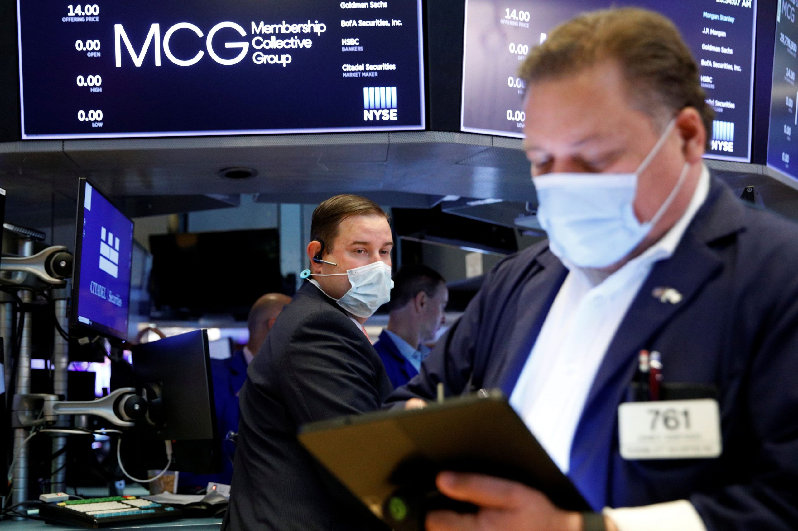 Stocks are flat as jobless claims unexpectedly rise