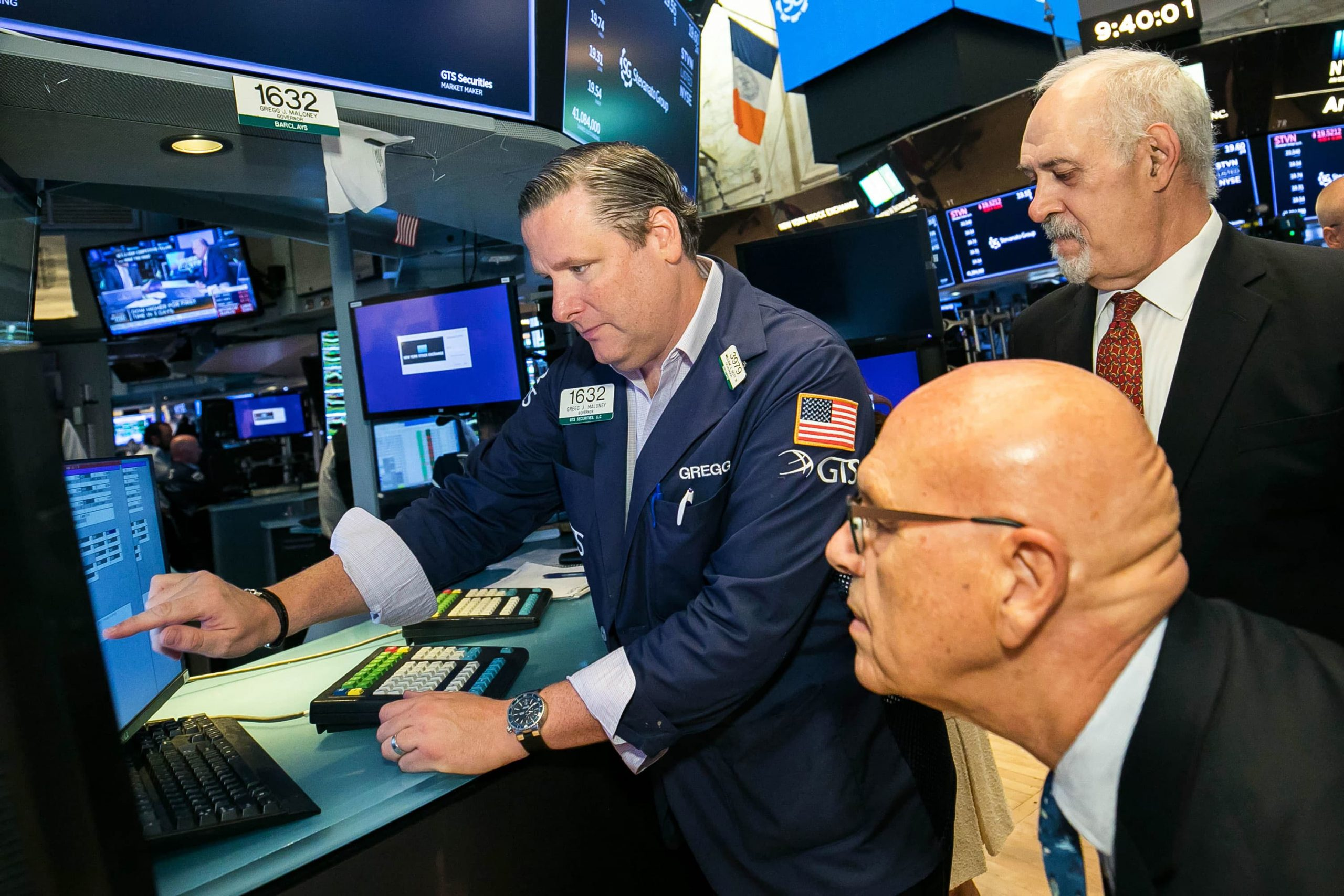 Wall Street tries to keep its rebound rally going