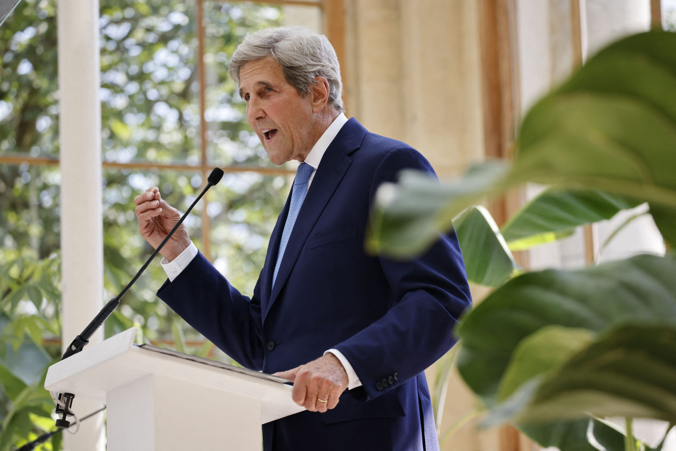 John Kerry calls on China to step up on emissions cuts