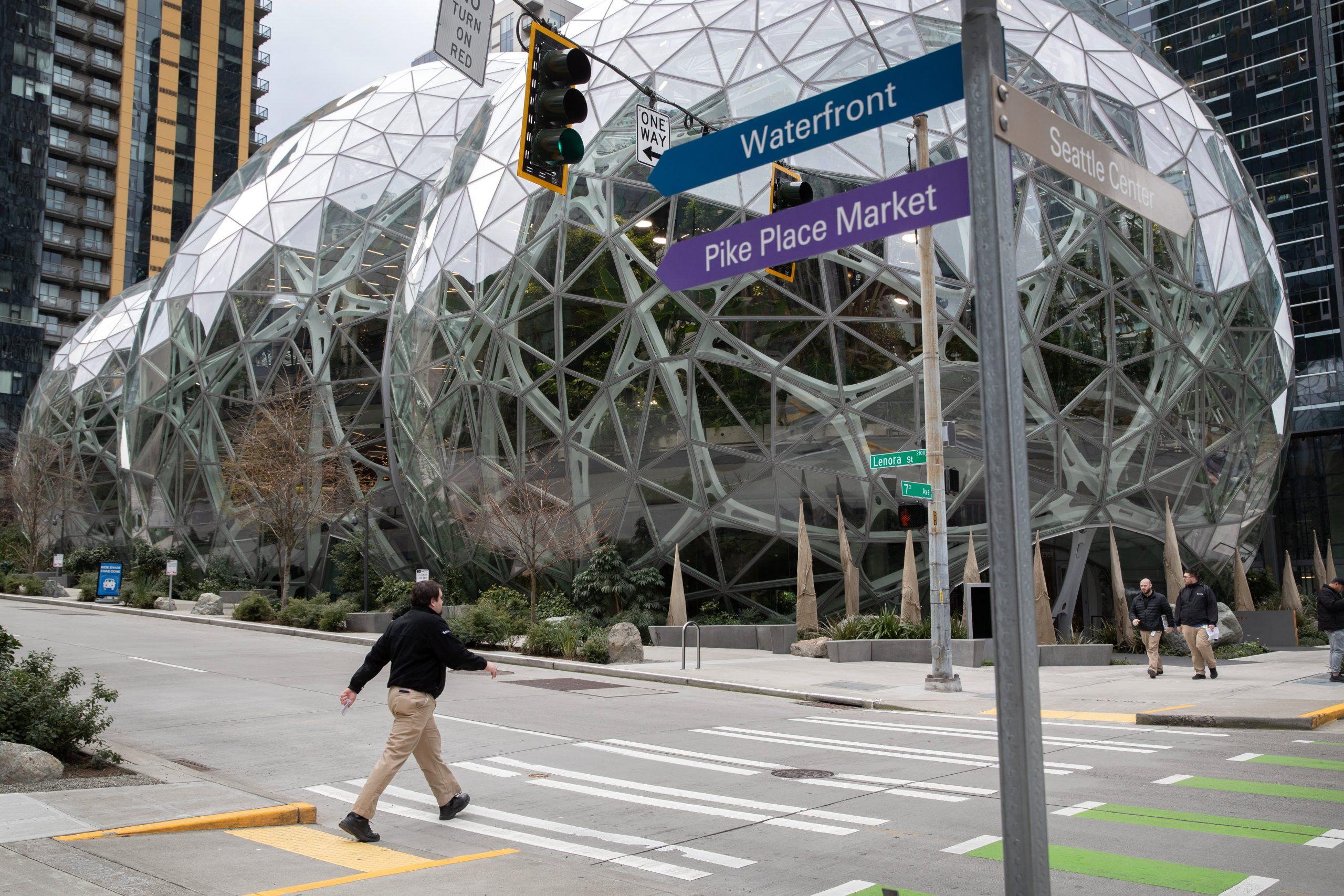 Amazon postpones return to office until January 2022