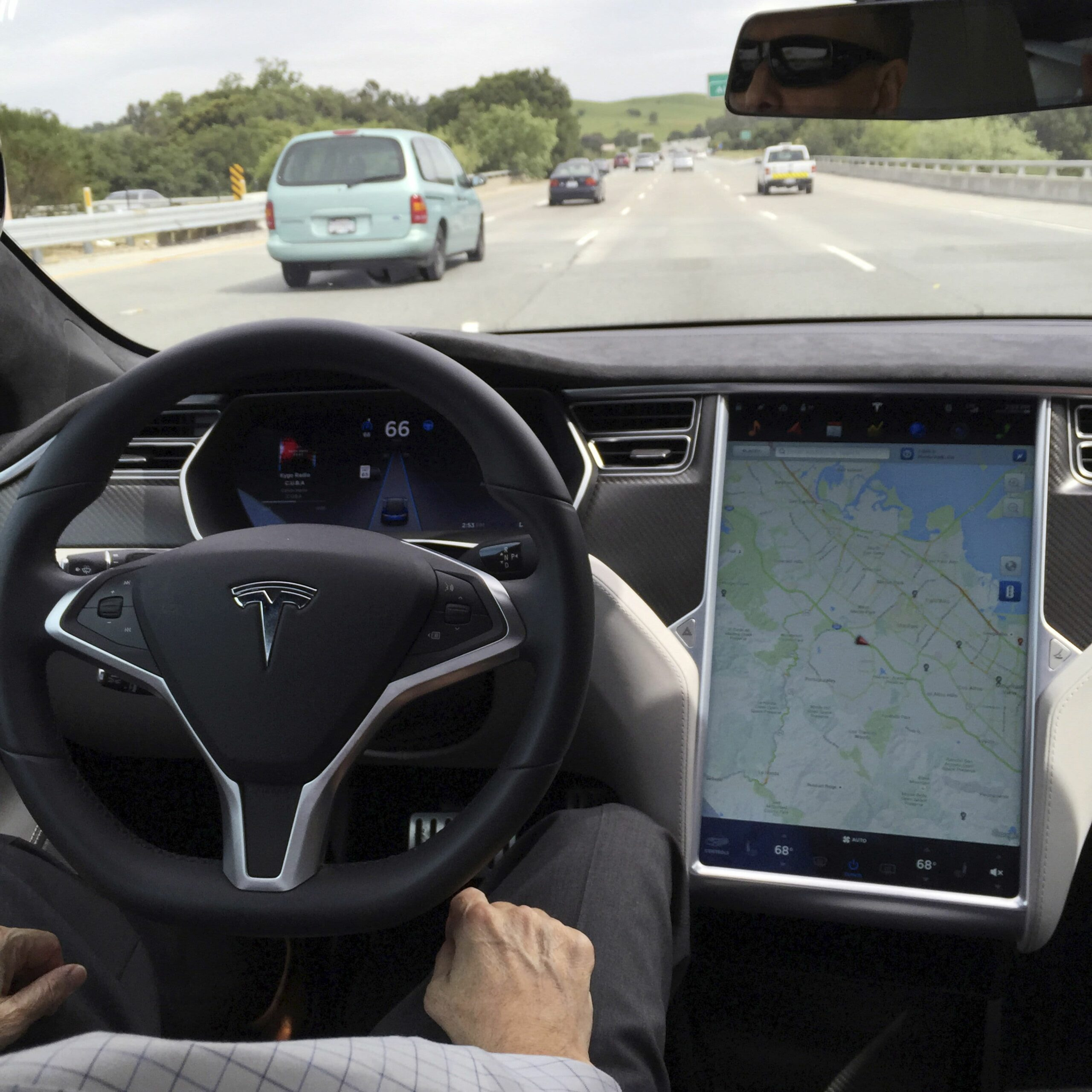 Tesla Autopilot to be compared with 12 other systems in NHTSA probe