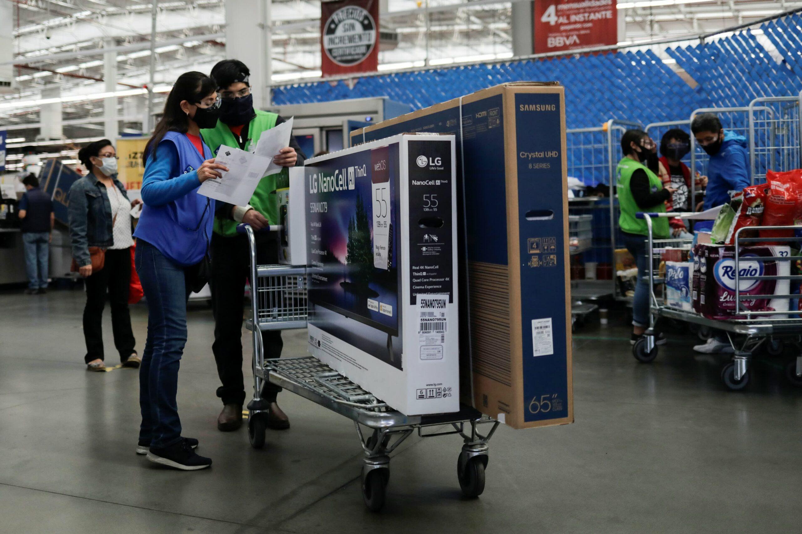 Walmart's Sam's Club raises minimum wage to $15 amid tight labor market